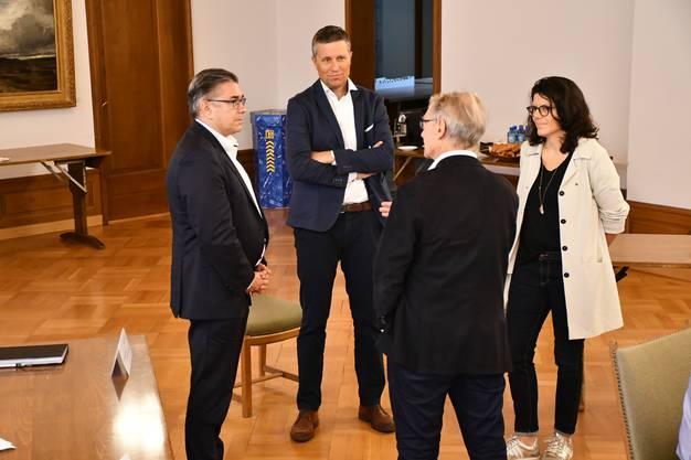 In engem Austausch: Markus Schneider, Willi Däpp, Barbara Horlacher und Rolf Häner.