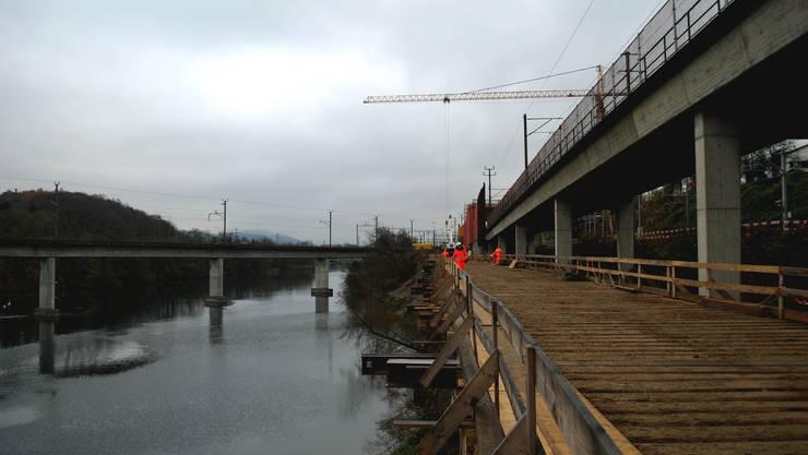 An der Stelle der Hilfsbrücke aus Stahl und Holz entsteht bis Ende 2016 das Lehnenviadukt.