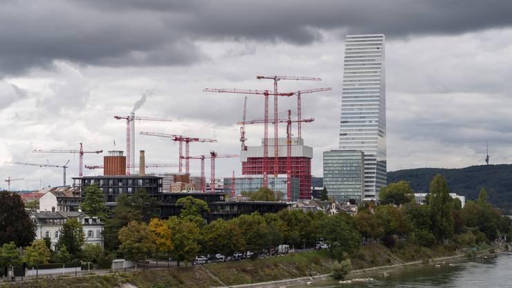 Roche erweitert zurzeit seinen Hauptsitz am Rheinufer in Basel.