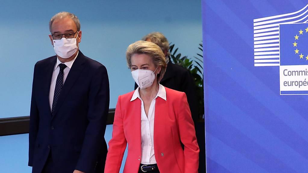 Grosse Unterschiede festgestellt: Bundespräsident Guy Parmelin und EU-Kommissionspräsidentin Ursula von der Leyen.