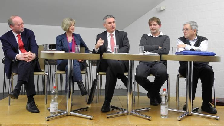 Hans-Ulrich Glarner, Eva Roth-Kleiner, Alex Hürzeler, Günther Schmidt und Peter Bircher betonten die Wichtigkeit von Freiwilligenarbeit in Kultur, Sport und im sozialen Bereich.