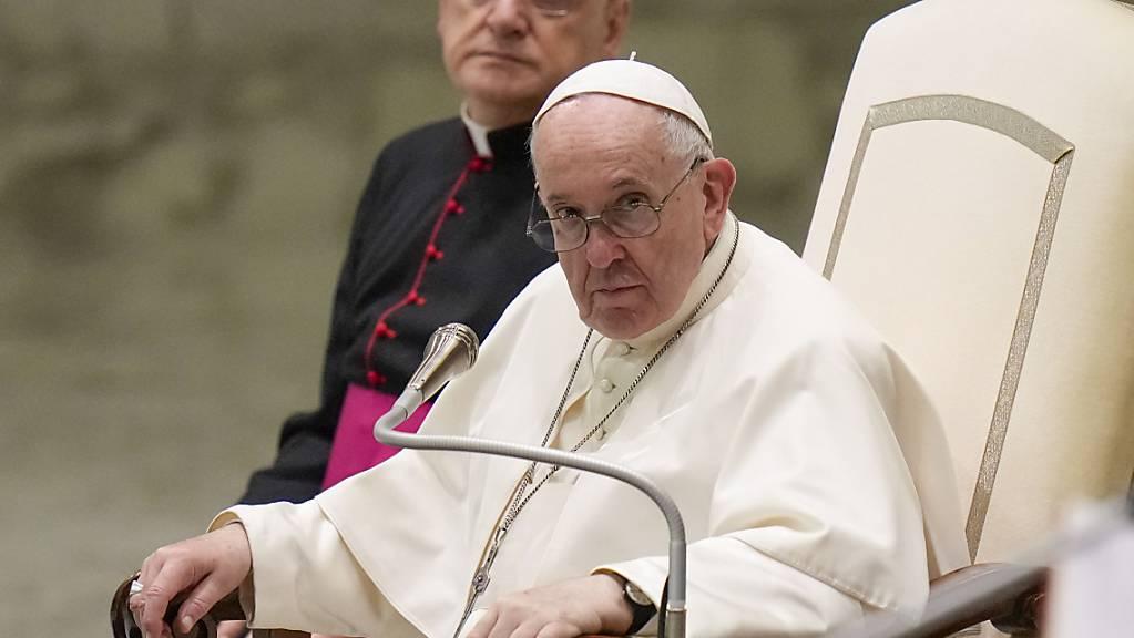 Papst Franziskus kommt doch nicht zum Klimagipfel im schottischen Glasgow. Foto: Alessandra Tarantino/AP/dpa
