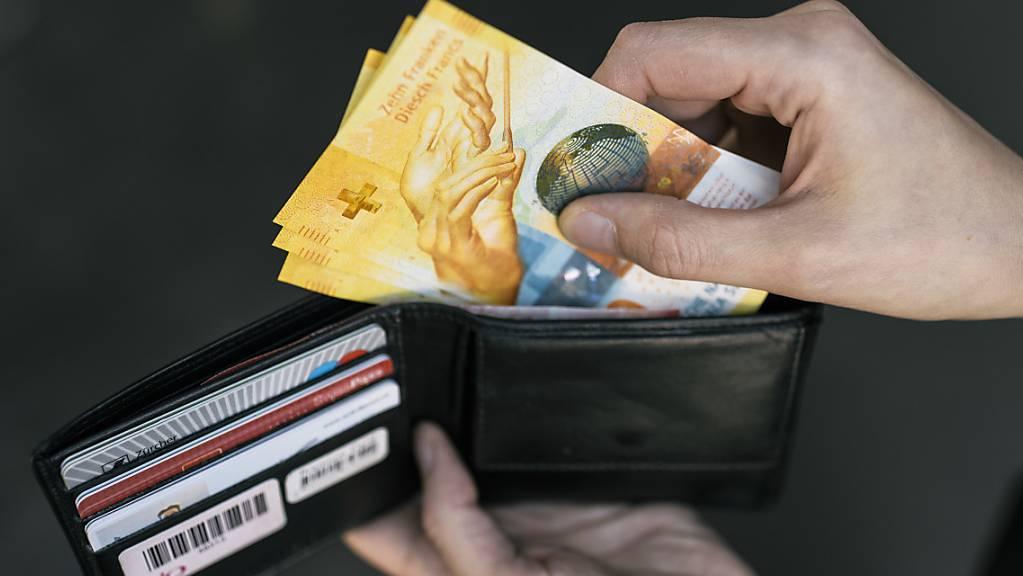 Schweizer Konsumenten blicken bezüglich ihrer finanziellen Lage wieder zuversichtlicher in die Zukunft. (Themenbild)