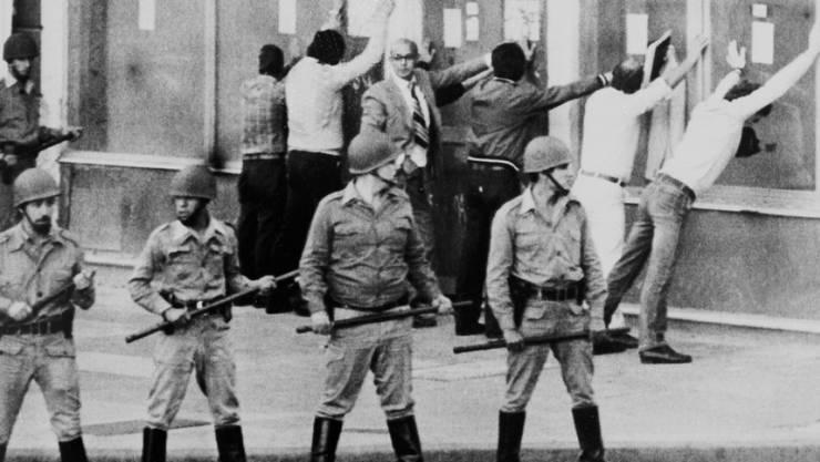 Strassenszene in Buenos Aires im März 1982 bei einer Demonstration gegen die Militärdiktatur. (Archivbild)