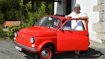Autoserie: Der knallrote Fiat nuova 500 von Beatrice Kaufmann