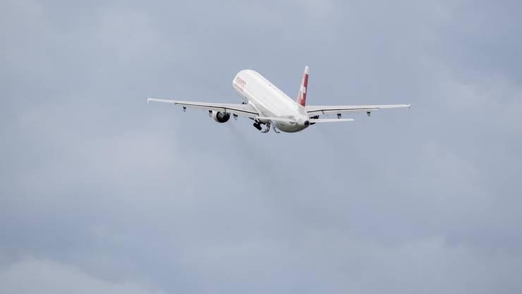 Flugzeuge müssen im Luftraum derzeit keinen Dichtestress fürchten. Es wird immer noch deutlich weniger geflogen.