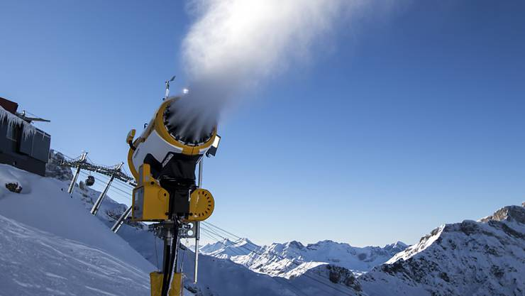 Eine Schneekanone ob Engelberg.