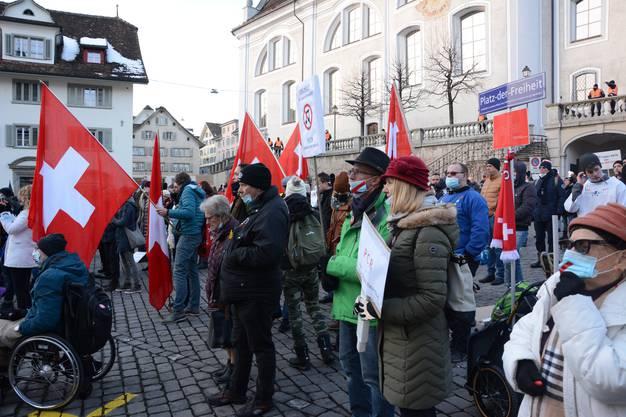 Demonstration gegen die Corona-Massnahmen auf dem Hauptplatz von Schwyz (9. Januar)
