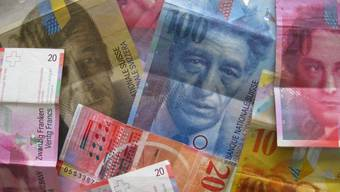 Der Schweizer Franken gilt bei Anlegern als sicherer Hafen und ist daher besonders in unruhigen Zeiten gefragt. (Symbolbild)