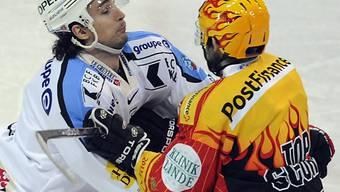 Fribourg Lukas Gerber (l.) und Alain Mieville geraten aneinander.