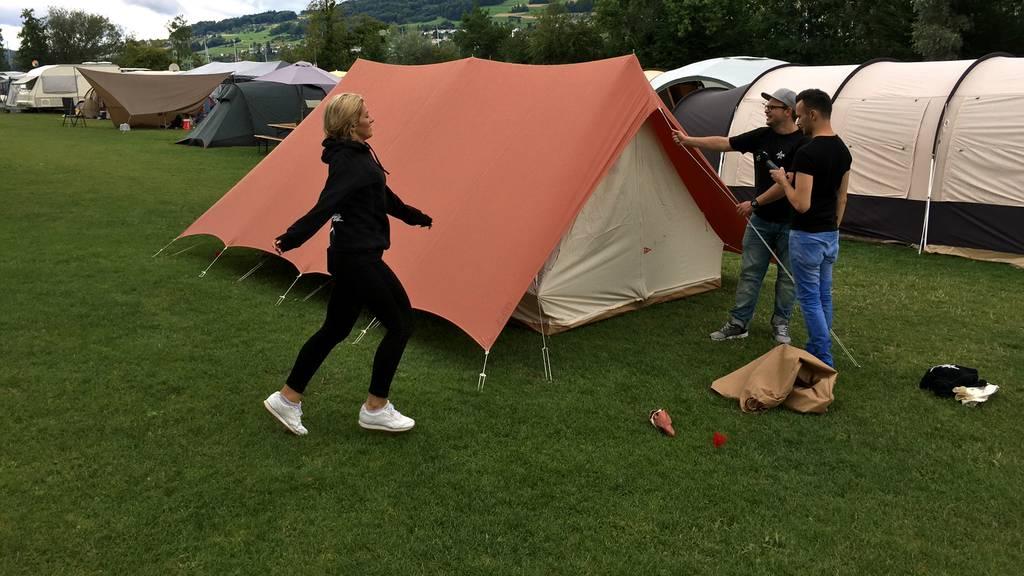 Wir bauen unser Zelt auf