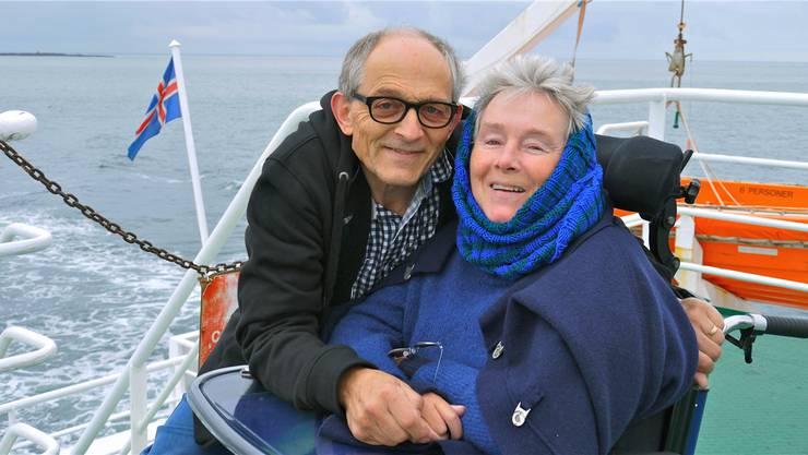 Der Fotograf Niggi Bräuning und seine Frau Annette, die vom Hals abwärts vollständig gelähmt ist.