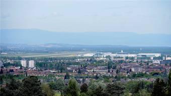 Blick vom Bruderholz auf den Euro-Airport.