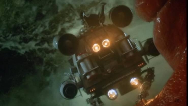 """Screenshot aus dem Spielfilm """"Innerspace"""" (1987), in dem Dennis Quaid ein Mini-U-Boot durch den menschlichen Organismus navigiert. Linzer Forscher arbeiten nun an der Realisierung eines solchen Teils. Als erster Schritt haben sie eine Motor aus weichen bis flüssigen Materialien entworfen. (imdb)"""