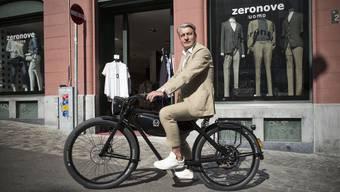 Michele Luongo vor seiner Boutique Zeronove