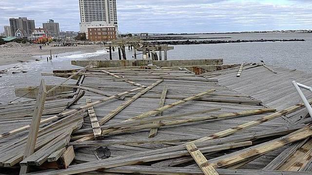 """Spuren von """"Sandy"""" an der US-Ostküste. Der Sturm brachte die Reiseopläne von über 4600 Swiss-Passagieren durcheinander."""