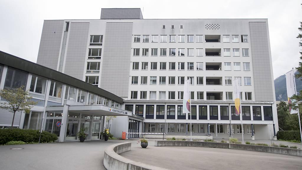 Urner Gesundheitseinrichtungen wie das Kantonsspital sind in den nächsten Wochen auf die Hilfe von Freiwilligen angewiesen (Archivbild).