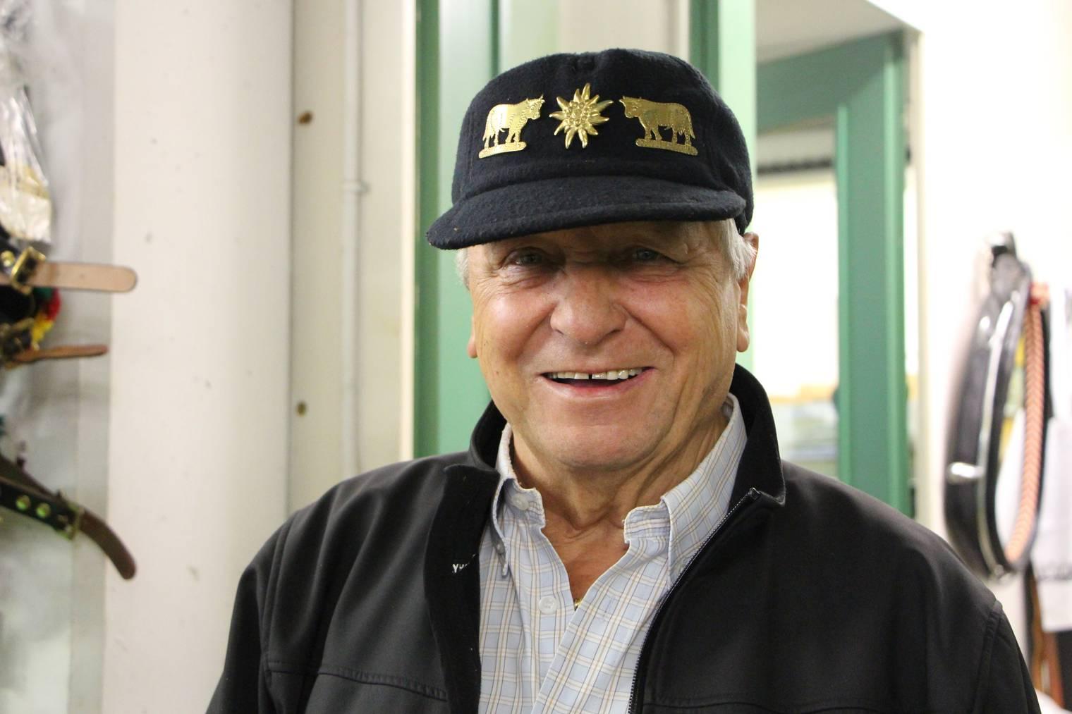 Auf diese Mütze ist Ernst Thoma stolz. (Bild: FM1Today/Lara Abderhalden)