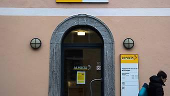 Die Post hat bisher angekündigt, bis zu 200 Poststellen in der Schweiz zu schliessen. Dagegen regt sich heftiger Widerstand. (Symbolbild)
