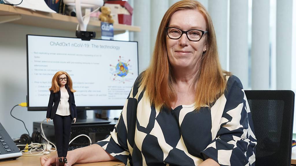 HANDOUT - Der Spielzeug-Hersteller Mattel hat eine neue Puppe zu Ehren der Impfstoff-Entwicklerin Sarah Gilbert aus Oxford entwickelt. Foto: Andy Paradise/Mattel/PA Media/dpa Foto: Andy Paradise/Mattel/PA Media/dpa - ACHTUNG: Nur zur redaktionellen Verwendung und nur mit vollständiger Nennung des vorstehenden Credits