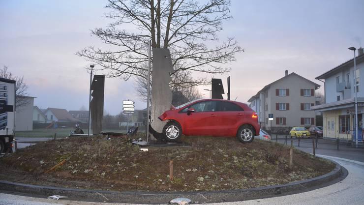 Der Unfall erreignete sich beim «Chäs-Egge»-Kreisel in Zuchwil.