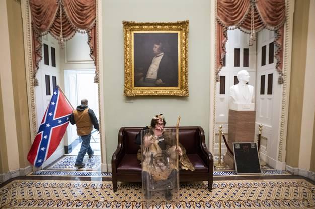 Auch die Flagge der im Bürgerkrieg besiegten Konföderation trugen die Radikalen ins Kapitol.
