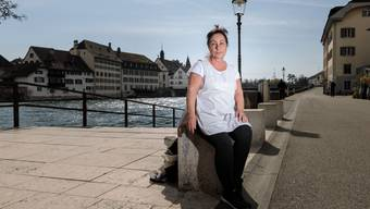 Brigitte Cornu, freischaffende Pflegefachfrau, gibt Auskunft über ihre Arbeit während der Coronakrise. Natürlich unter Einhaltung des vorgegebenen Abstands.