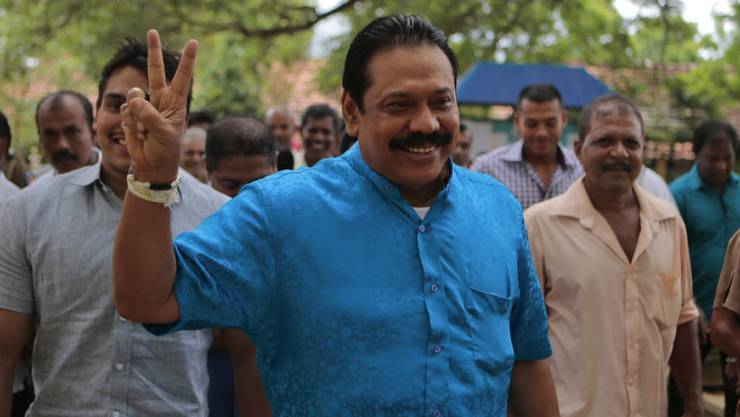 Mahinda Rajapakse gibt sich am Montag nach seiner Stimmabgabe siegessicher.