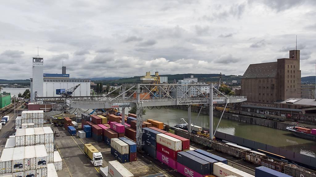 Schweizer Exporte erholen sich im August weiter