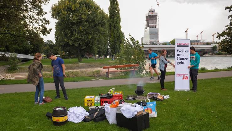 Jugendliche Fusionsbefürworter am Birsköpfli: Birsfelden ist jene Baselbieter Gemeinde, die trotz trennendem Fluss am stärksten mit der Stadt verbunden ist.