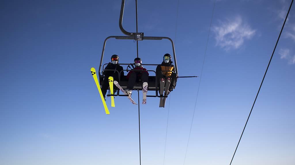 Die Skigebiete in Graubünden offen - aber mit Alkoholverbot