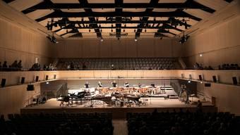 Während die Tonhalle und das Kongresshaus saniert werden, spielt das Tonhalle-Orchester in der Maag EventHall, in die ein Konzertsaal aus Holz eingebaut wurde. (Archiv)