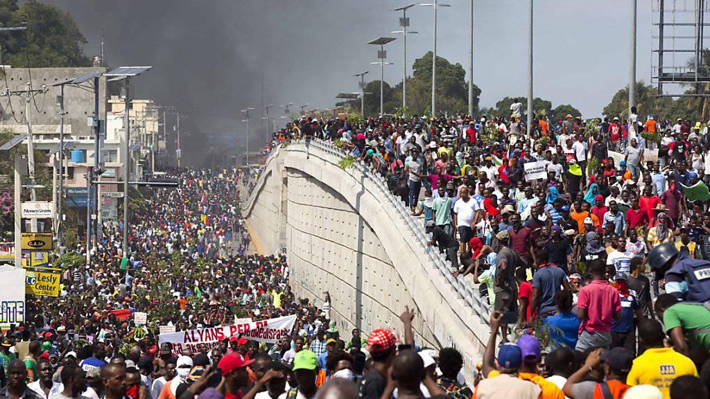 Die Proteste gegen die Regierung in Haiti halten an. Die Protestierenden fordern den Rücktritt von Präsident Jovenel Moise. (Archivbild)