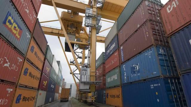 Container im Rheinhafen in Basel (Archiv)