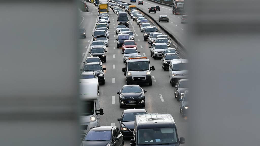 Die A1 ist wieder voll wie vor der Krise, doch Busse und Trams füllen sich nur langsam