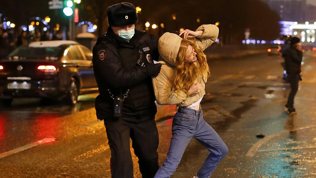 Die Polizei griff bei den Demonstrationen in Russland vom Samstag hart durch.