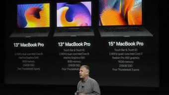 Marketing-Chef Phil Schiller am Donnerstag bei der Vorstellung des neuen MacBook Pro von Apple.