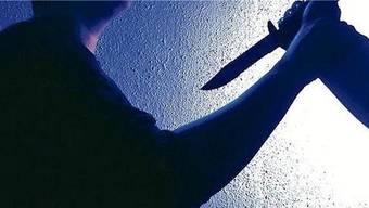 Frau wollte ihren Mann mit einem Messer töten. (Symbolbild)
