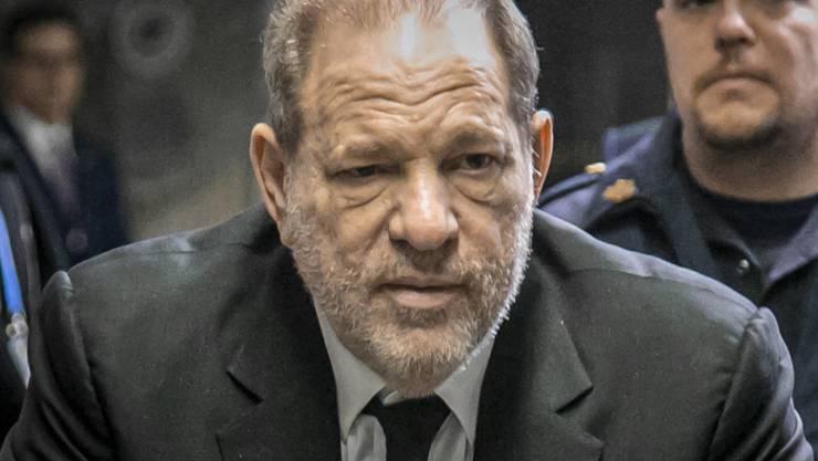 Der frühere US-Filmproduzent Harvey Weinstein steht seit dem 6. Januar in New York wegen mutmasslichen Sexualdelikten vor Gericht. (Archivbild)