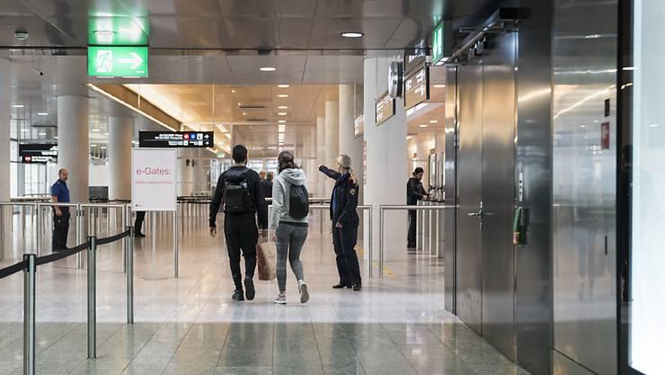Reisende am Flughafen Zürich: Die grösste Rückholaktion der Schweizer Geschichte ist bald abgeschlossen (Symbolbild)