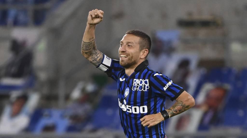 Atalantas Alejandro Gomez freut sich über sein Tor zum 2:1.
