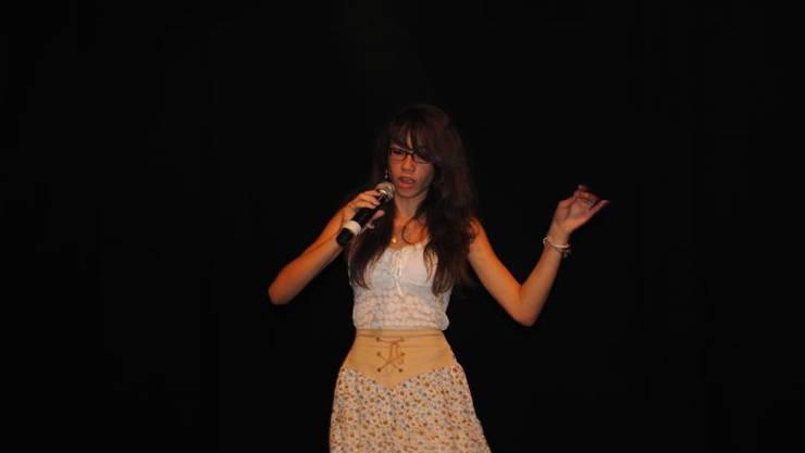 Chelsea Zurflüh aus Pieterlen singt «Something got a hole on me»