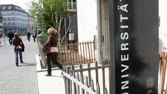Wie viel soll die Uni sparen müssen? Darüber verhandeln nun die beiden Regierungen.