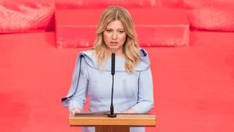 Die neue slowakische Präsidentin Zuzana Caputova hat ihr Amt angetreten.  EPA/JAKUB GAVLAK