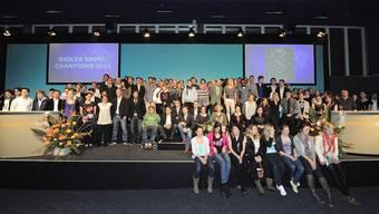 Gruppenbild der ausgezeichneten Sportlerinnen und Sportler 2011 - leider ohne Roger Federer und dem FC Basel.