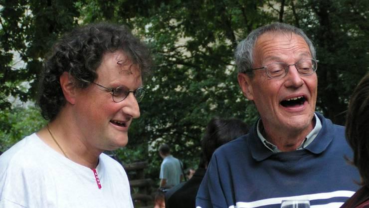 Geri Müller (l.) feiert mit Peter Kamm (team) im Jahr 2005 seine Wahl zum Badener Vizeammann. (Archiv)
