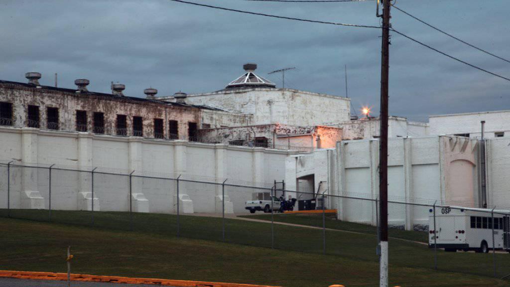 Gefängnis im US-Bundesstaat Oklahoma: Nicht mehr mit Zigaretten, sondern mehr und mehr mit Ramen-Nudeln wird in US-Gefängnissen bezahlt. (Symbolbild)