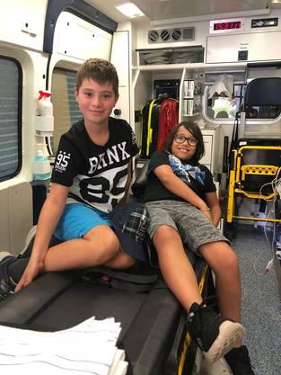 So gemütlich wie William Momberger und Salvatore Martino haben es nicht alle im Rettungswagen.