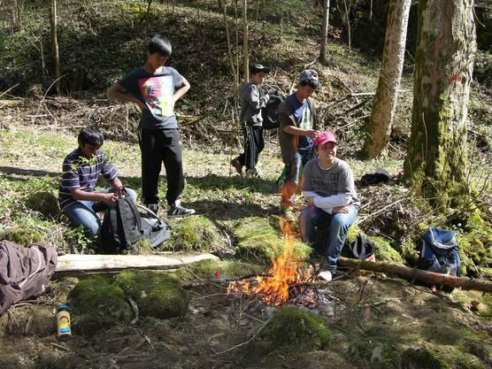Die Kinder machten selber kleinere Feuer
