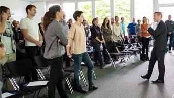 Über 60 Lehrmeister wollten diese Woche von Knigge-Trainer Cristian Moro (rechts) wissen, wie sie sicher und authentisch auftreten können.